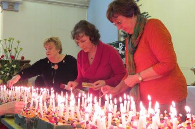 Lighting the Christingles