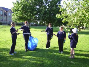 Girls Brigade litter picking 