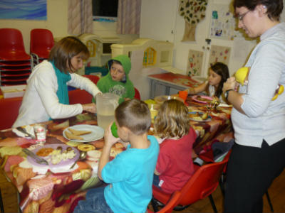 Toms Messy Church food time