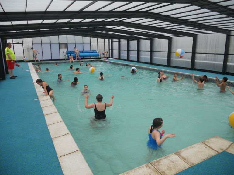 Swimming pool people