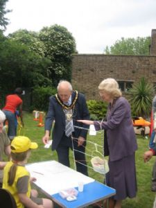 Mayor of Harrow at Brownie peg stall June Fair 08
