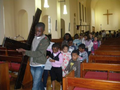 Children processing with Cross, Good Friday 09