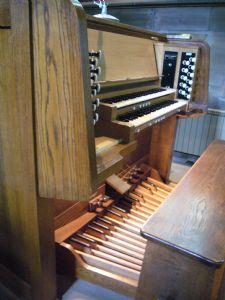 Binns Organ console 2