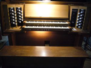 Organ console 1