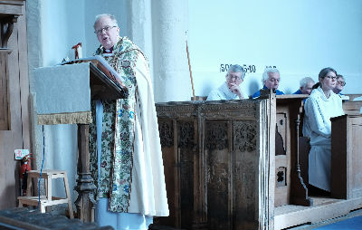 Bishop David Preaching.jpg