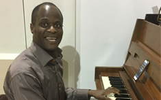 Pianist plays in shelter