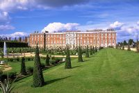 Hampton Court  by Andreas Tille