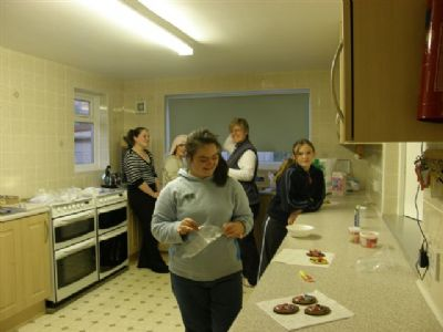 Guides cooking in kitchen