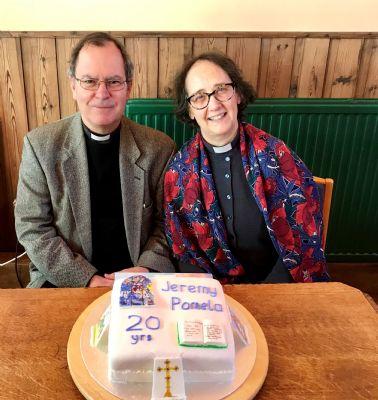Photo Jeremy & Pamela with cake