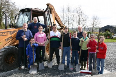 Helpers with excavator