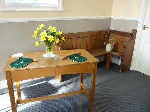 Gresham chapel - Communion table  pew