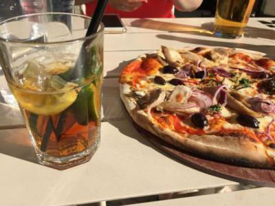 Pimms and Pizza