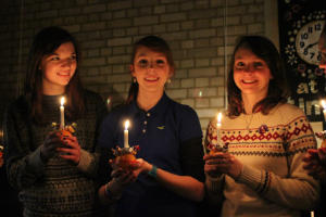 Christingle 3 girls