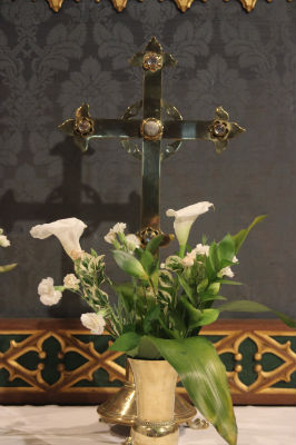 Lilies & Cross: Photo C Kebbell