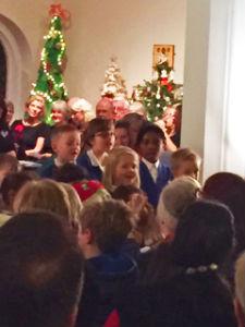Christmas tree concert singers