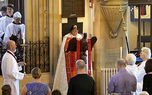 Confirmation Oct 2016 - Bishop Pushpa reading the gospel