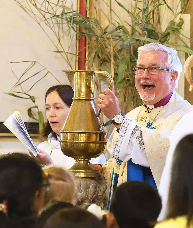 Bishop Andrew, Easter Day 2019. Water of Baptism for renewal of Baptismal vows