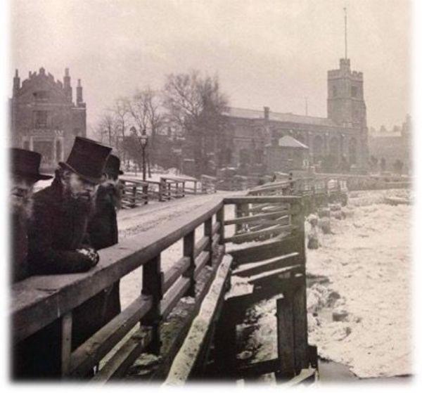 Thames frozen at Putney 1870