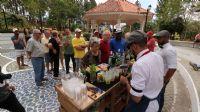 Outdoor sale and fund raiser at Altos del Maria