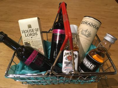 Wee dram miniature drinks basket