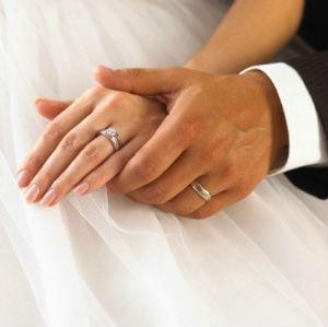 wedding hands-rings