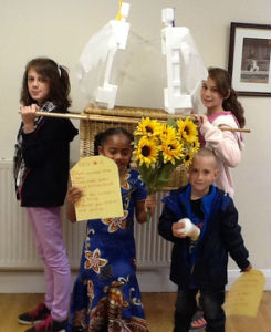 Children carrying the Ark of the Covenant