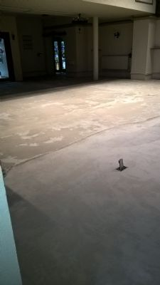 Screed laid to level floor
