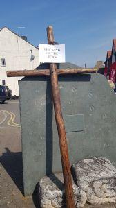 Cross leaning