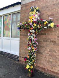 Cross of flowers1