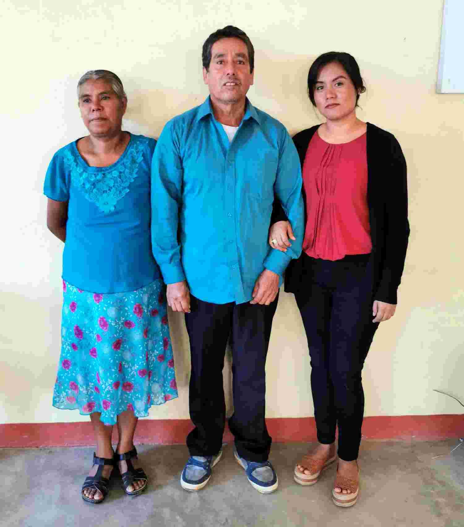 Protestant family from Santa Lucia Buenavista, Jamiltepec Santiago Ixtayutla Municipality, Oaxaca