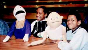 Vonthisha Wiley and Kenyon Dawkins learn puppetry